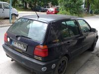 """Плевенски """"Голф"""" стои паркиран с ключовете на капака в Пловдив повече от 10 дни"""