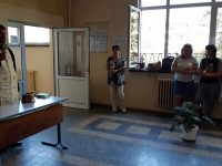 """В СУ """"Пейо Яворов"""" – Плевен бе отслужен водосвет в навечерието на новата учебна година"""