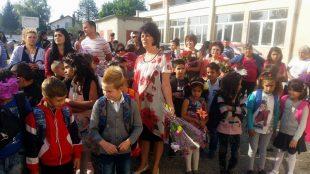 Първият училищен звънец би за близо 800 деца от община Гулянци