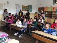 """Дарение от учебни пособия получиха 36 деца от НУ """"Христо Ботев"""" в Дисевица"""