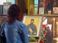 Чудотворната икона на св. Ефрем Нови е изложена за поклонение днес в град Левски
