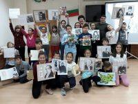 """Ученици от НУ """"Патриарх Евтимий"""" отбелязаха Деня на будителите в Регионалната библиотека"""