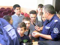 """Над 30 деца от Боксов клуб """"Мизия 80"""" – Плевен се запознаха отблизо с работата на полицията"""