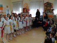"Ученици от НУ ""Христо Ботев"" – Плевен гостуваха на ДГ ""Чучулига"" за Деня на народните будители"