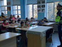 """ОУ """"Лазар Станев"""" отбеляза Световния ден  на възпоменание на жертвите на пътно-транспортни произшествия"""