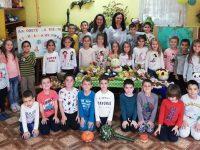 """Малчугани от ДГ """"Щастливо детство"""" – Плевен спортуваха, засаждаха цветя и готвиха здравословно"""