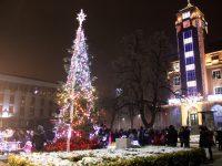 Дядо Коледа и джуджето Непослушко ще гостуват на плевенските деца