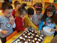 """Родители, учители и деца приготвиха кулинарни изкушения в ДГ """"Юнско въстание"""" – Плевен"""