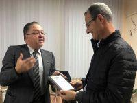 """Приз """"Учител – апостол"""" получи Иво Джокин, ръководител на Общинския център в село Байкал"""