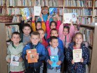 Деца от село Малчика празнуваха Деня на народните будители в читалищната библиотека