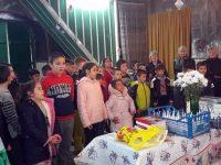 """Деца от училището в село Милковица участваха в инициатива """"Добротата – оръжието на силните!"""""""