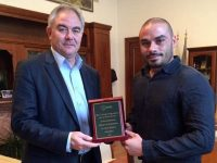 Президентът на БАМФ – Плевен връчи почетен плакет на кмета Георг Спартански