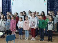 """Ученици от ОУ """"Лазар Станев"""" и малчугани от ДГ """"Слънце"""" празнуваха заедно"""