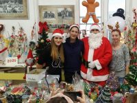 "Дядо Коледа дойде на коледния базар в НУ""Патриарх Евтимий"""