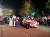 """На 4 декември по традиция в НУ """"Христо Ботев"""" – Плевен грейнаха коледните светлини и посрещнаха дългоочакван гост."""