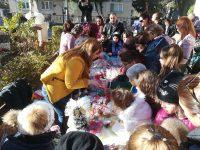 """В НУ """"Христо Ботев"""" бе открит традиционният Коледен базар."""