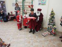 Добрият стар дядо Коледа посети Центъра за ранна интервенция на уврежданията в Долни Дъбник.