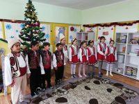 Деца забавляват деца в село Асеновци