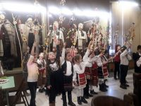 """Първокласници на НУ """"Христо Ботев"""" – Плевен изработиха сурвачки в Регионалния исторически музей"""