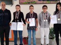 Ученици от Езиковата в Плевен с отличия и по плуване
