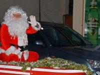 Тази година Дядо Коледа пристигна в Гулянци с лодка по река Дунав
