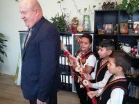 Сурвакари гостуваха на кмета на община Искър