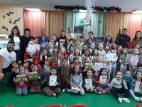 """Ученици гостуваха на малчуганите в ДГ """"Калина"""" и им разказваха приказки"""