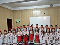 """Деца от ДГ""""Звънче"""" поздравиха четвъртокласниците и техните учители от НУ """"Отец Паисий"""""""