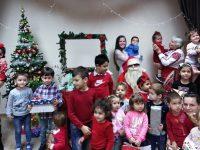 Дядо Коледа зарадва малчуганите в село Победа
