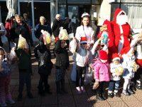 Коледно тържество събра малки и големи на площада в село Вълчитрън