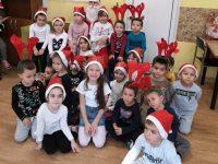 """Дядо Коледа дойде днес в ДГ """"Снежанка"""" и Дневния център за пълнолетни лица с увреждания"""