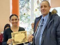 Коледен базар, кулинарен конкурс и работилница за сурвачки организираха в училището във Вълчитрън