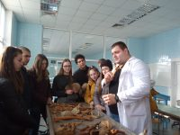 """Ученици от СУ""""Стоян Заимов"""" посетиха катедра """"Анатомия, цитология и хистология"""" на МУ"""