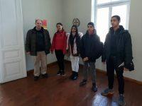 Ученици на ПГМХТ – Плевен се срещнаха с твореца Николай Николов