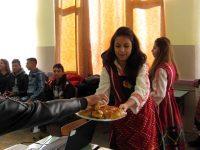 Учениците от ПГМХТ – Плевен представиха обичаите за Васильовден