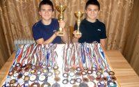 Плевенските плувци Алекс и Дейвид Найденови изпратиха поредната си успешна година