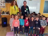 """Д-р Борисов чете приказки на малчуганите в ДГ """"Гергана"""" – Плевен"""