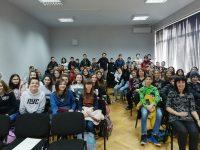"""Актьорът Веселин Плачков се срещна със седмокласниците от ОУ """"Валери Петров"""""""