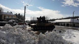 Военни оказват помощ за справяне със зимната обстановка в Белене