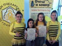 """Отличия и за ученици на НУ """"Единство"""" – Плевен от творческия конкурс, посветен на пчеларството"""