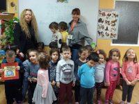 """""""Синя приказка"""" на Леда Милева прочете д-р Табакова на деца от ДГ """"Гергана"""""""