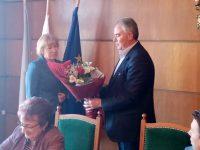 Кметът Спартански изненада с букет секретаря на Общината за рождения й ден