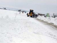 Тежки снегонавявания затрудняват почистването на пътища в община Плевен
