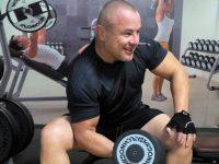 Бивш състезател по борба от Плевен с позитивно видео за тренировки в домашни условия