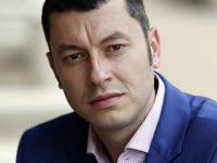 Депутатът Стефан Бурджев дари предпазни шлемове, ръкавици и дезинфектанти на Община Искър