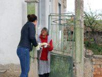 Над 500 козунаци бяха раздадени на социално слаби и възрастни хора в община Кнежа