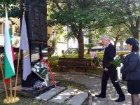 Общински съвет – Плевен с цветя за 24 май пред паметника на светите братя Кирил и Методий