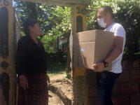 Пакети с храна, маски и дезинфектанти раздадоха на възрастни хора в община Кнежа