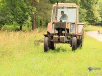 Военнослужещи от Военновъздушна учебна база се включиха в косенето на тревни площи в парк Кайлъка