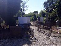 Почистват гробищните паркове в община Червен бряг
